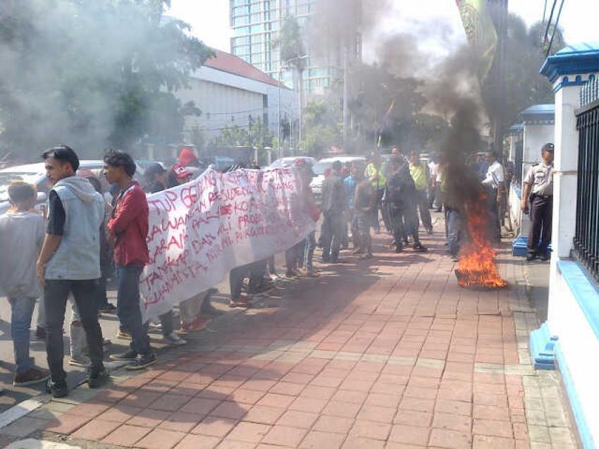 Demo di gedung Tedja Buana